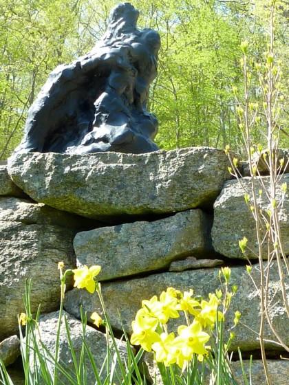 sculpture 'n daffodils