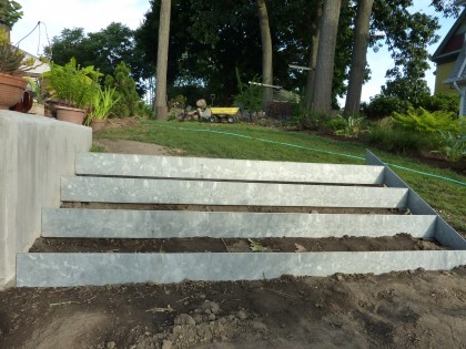 stair risers by back retaining wall