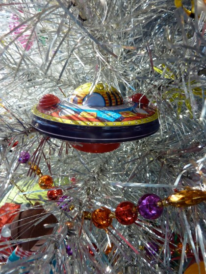 holiday tin flying saucer