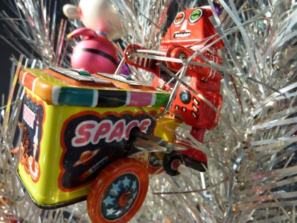 holiday wind-up robot space cart