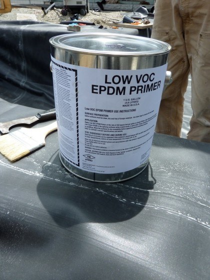 Carlisle Low-VOC Primer adheres the liner to the seam tape