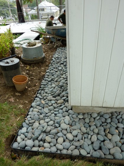 border with pebbles