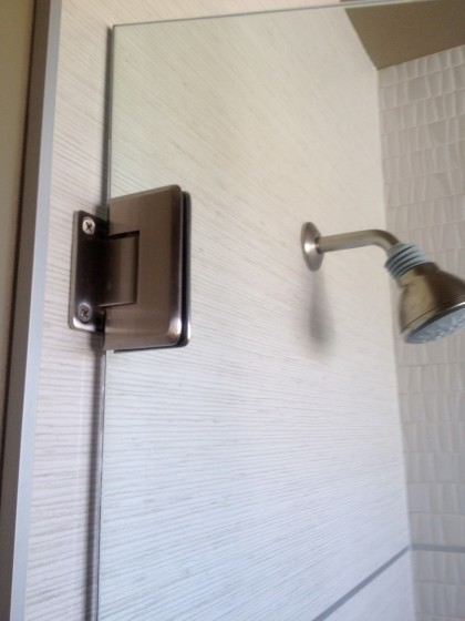 minimal shower glass clip
